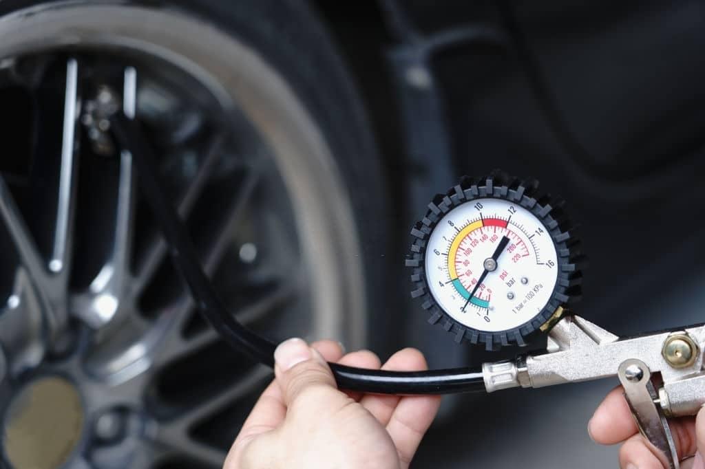 Presión de neumáticos en coches sin carnet
